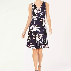 Vince Camuto floral flared sleeveless lined dress